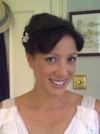 1920s vintage wedding hair style and bridal makeup