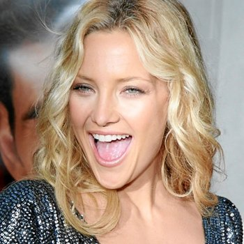 Kate Hudson long wavy down hairstyle